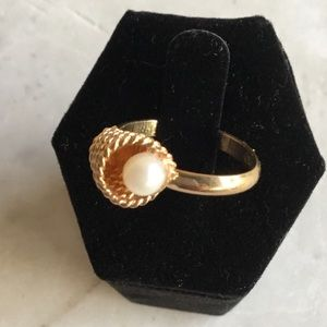 Sarah Coventry pearl and gold ring